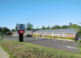 7500sf, well located office building on 1+/- acre